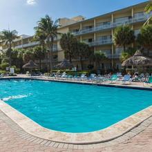 Days Hotel By Wyndham Thunderbird Beach Resort in North Miami Beach