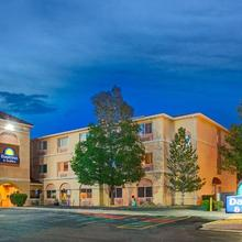 Days Inn & Suites By Wyndham Airport Albuquerque in Albuquerque
