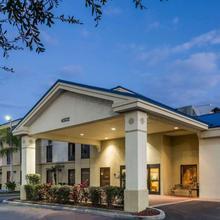 Days Inn & Suites By Wyndham Lakeland in Lakeland