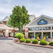 Days Inn & Suites By Wyndham Madison in Madison