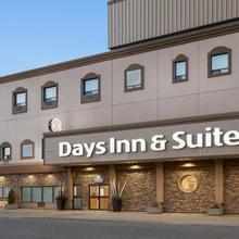 Days Inn & Suites By Wyndham Sault Ste. Marie On in Sault Ste. Marie