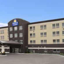 Days Inn & Suites By Wyndham Winnipeg Airport Manitoba in Winnipeg
