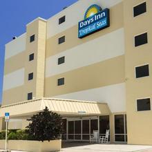 Days Inn By Wyndham Daytona Oceanfront in Daytona Beach