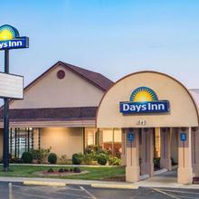 Days Inn By Wyndham Grove City Columbus South in Columbus