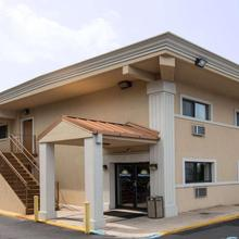 Days Inn By Wyndham Long Island/copiague in Amityville