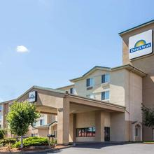 Days Inn By Wyndham Portland East in Portland