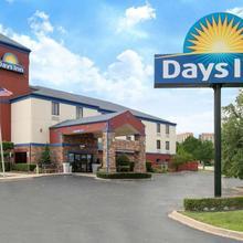 Days Inn By Wyndham Tulsa Central in Tulsa