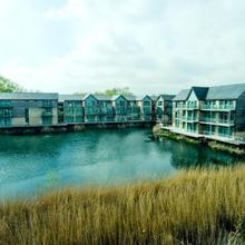 De Vere Cotswold Water Park Apartments in Swindon