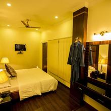Deep Hotel in Lucknow