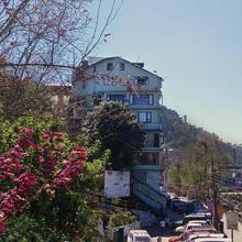 Dekeling Hotel in Rhenok