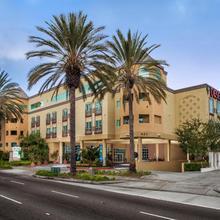 Desert Palms Hotel & Suites Anaheim Resort in Santa Ana