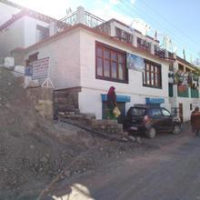 Deshek Homestay in Kibar
