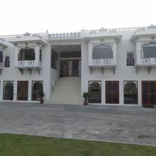 Devendragarh Palace - Luxury Paying Guest House in Bedla