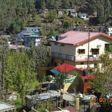 Dhamot Homestay in Chaukori