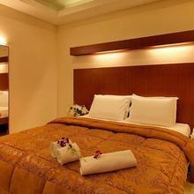 Dhanunjayas Luxury Hotel in Kelamangalam