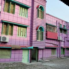 Dk Guest House in Nabaghara