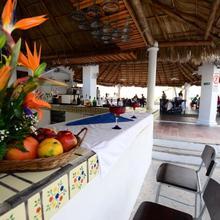 Dolphin Cove Inn in Manzanillo
