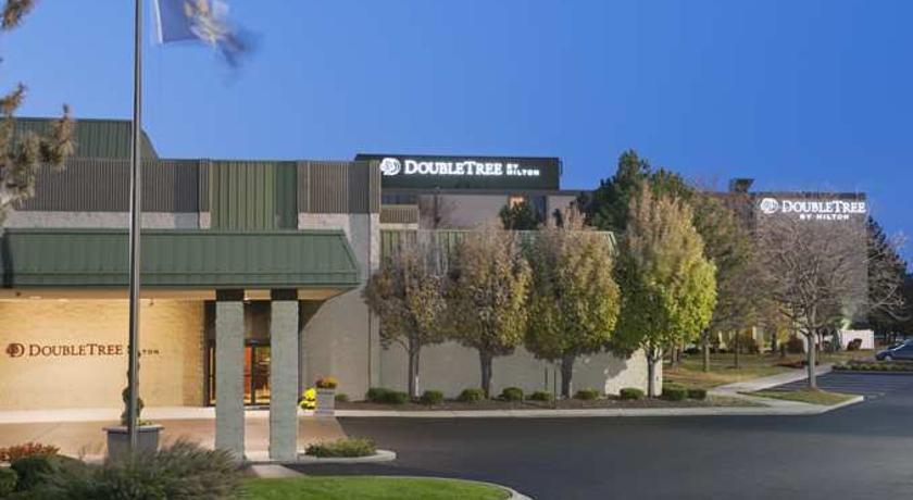 DoubleTree by Hilton Dearborn in Detroit