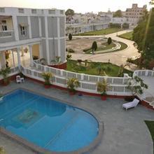 Dowlat Villas Palace in Nananpur
