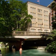 Drury Inn & Suites San Antonio Riverwalk in San Antonio