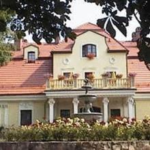 Dwór Szczepańskich in Rowien