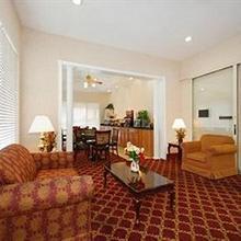 Econo Lodge Inn & Suites Ft. Jackson in Columbia
