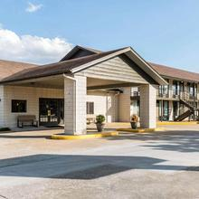 Econo Lodge Inn & Suites Near Shepard Of The Hills Expy in Branson