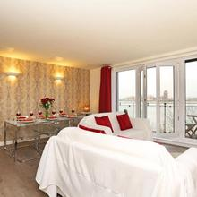 Exclusive Riverview Apartment in London
