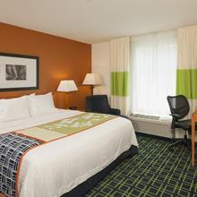 Fairfield Inn & Suites Brunswick Freeport in South Durham