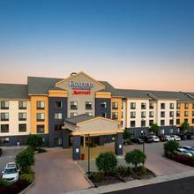 Fairfield Inn & Suites By Marriott Kelowna in Kelowna
