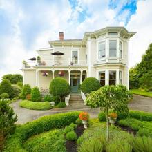 Fairholme Manor Inn in Victoria
