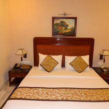 Florence Inn in Dharoti Khurd