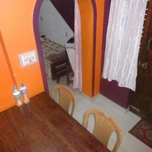 Four Seasons Home Stay (1bdh) in Cherambane