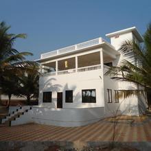 Gaaj Beachside Home Stay in Vengurla