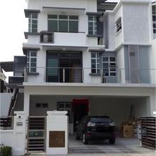 Garage Luxury Semi D in Johor Bahru