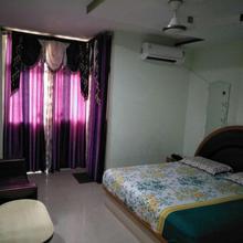 Gaurav Guest House in Mauranipur