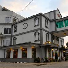 Ghotic Hotel in Cileunyi