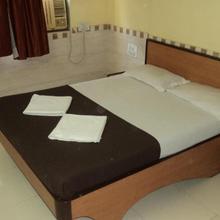 Girija Payyade Hotel in Mumbai