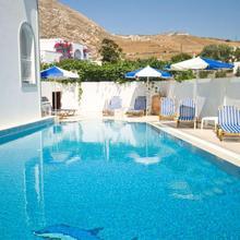 Glaros Hotel in Thira