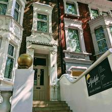 Golden Strand Hotel in London