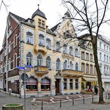 Goldener Apfel in Dusseldorf
