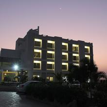 Goverdhan Greens Resort in Dwarka