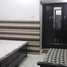 Goyal Galaxy Guest House in Nehtaur