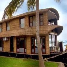 Grand Nirvana Jacuzzi Super Luxury Houseboat in Kottayam