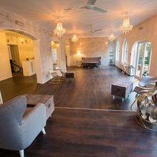 Gray Manor Hotel in Upavon