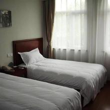 Greentree Inn Jiangsu Suzhou Railway Station Business Hotel in Weitang