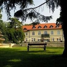 Gróf Degenfeld Castle Hotel in Madi Tanyak