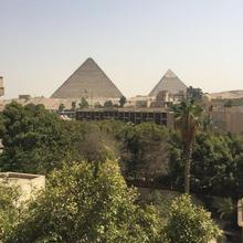 H10 Pyramids View in Cairo