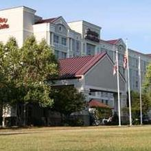 Hampton Inn & Suites Raleigh-Cary I-40 (RBC Center) in Raleigh