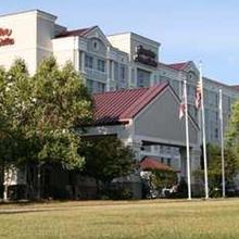 Hampton Inn & Suites Raleigh-Cary I-40 (RBC Center) in Tysonville